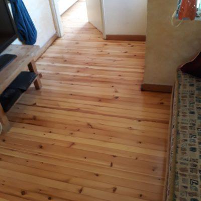 חידוש רצפות עץ - רצפת אורן גלריה אחרי חידוש
