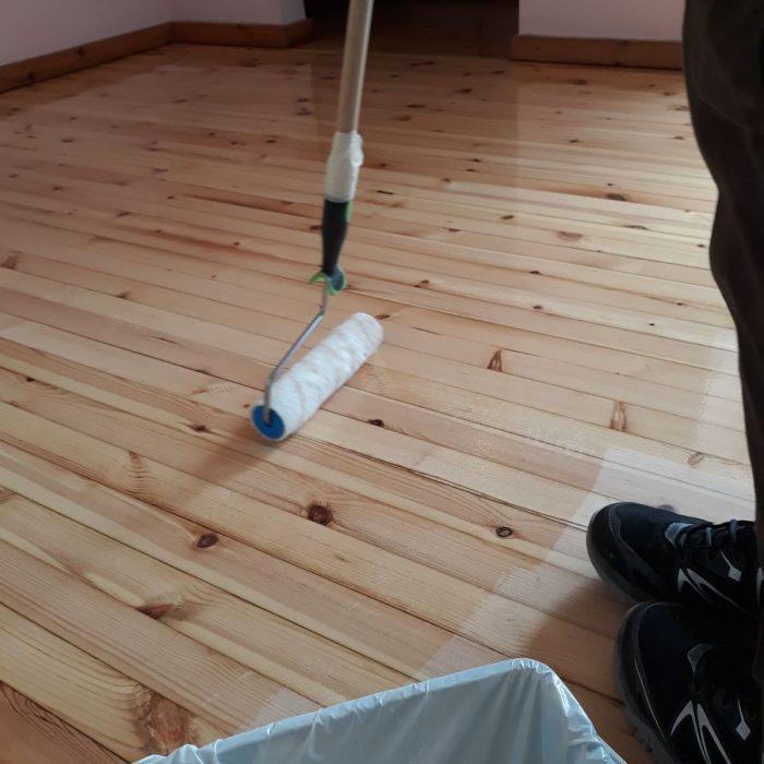 צביעת רצפת עץ