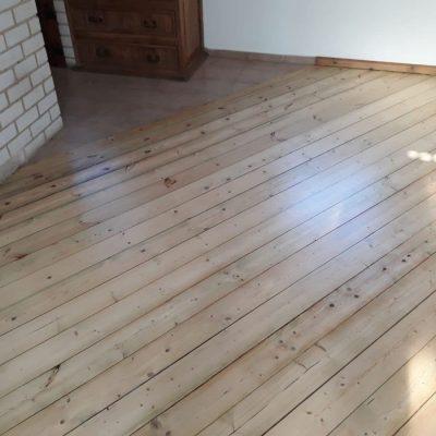 ליטוש פרקט - רצפת אורן גלריה אחרי חידוש