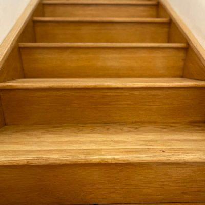 ליטוש פרקט - חידוש מדרגות עץ אלון