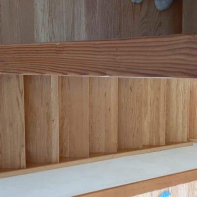 חידוש פרקט - מדרגות עץ אלון ומאחז יד אחרי ליטוש וגמר לכה